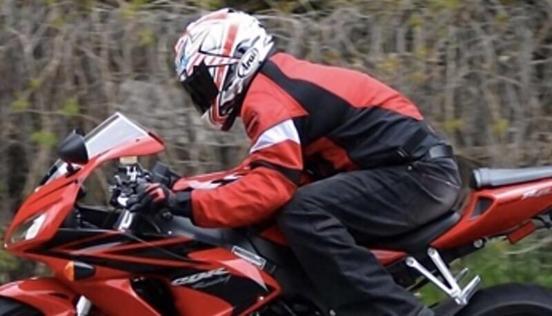 Болит спина на мотоцикле: как решить проблему
